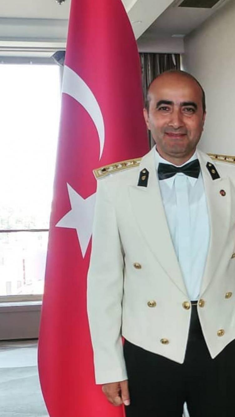 <p><strong>KURMAY ALBAY ŞENTÜRK AYDINYER</strong></p>  <p>Jandarma İstihbarat Kurmay Albay Şentürk Aydınyer'in (49) şehadet haberi, Ankara'daki evine ulaştı.</p>