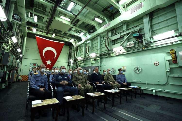 <p>Deniz Kuvvetleri Komutanlığının planlı, fiili tatbikatları arasında yer alan Mavi Vatan-2021'in fiili safhası Ege Denizi ve Doğu Akdeniz'de gerçekleştiriliyor.</p>  <p></p>