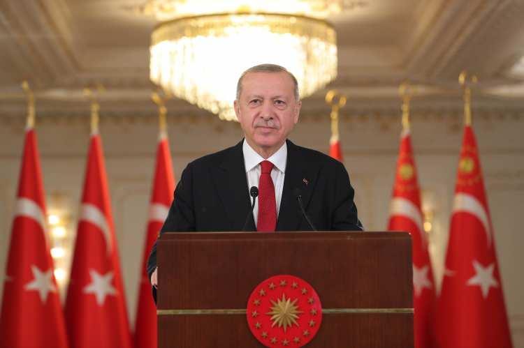 <p>Cumhurbaşkanı Recep Tayyip Erdoğan'ın da tatbikata video konferans yöntemiyle bağlanarak Deniz Kuvvetleri Komutanlığının bu önemli tatbikatına katılan personele hitap etti.</p>