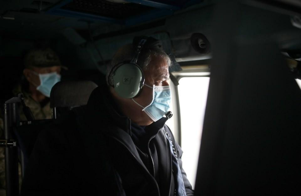 <p>Akar, beraberinde Genelkurmay Başkanı Orgeneral Yaşar Güler, Kara Kuvvetleri Komutanı Orgeneral Ümit Dündar, Deniz Kuvvetleri Komutanı Oramiral Adnan Özbal ve Hava Kuvvetleri Komutanı Orgeneral Hasan Küçükakyüz ile Mavi Vatan 2021 Tatbikatı'na katılmak üzere Çanakkale'ye geldi.</p>  <p></p>