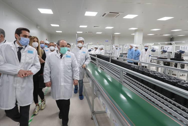 <p>Bakan Varank, Xiaomi'nin akıllı telefon üretimi için test çalışmalarının devam ettiği İstanbul Avcılar'daki üretim tesisini ziyaret etti.</p>