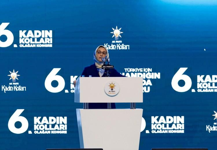 <p>Kadın Kolları Başkanı Lütfiye Selva Çam, partisinin Kadın Kolları 6. Olağan Kongresinde.</p>
