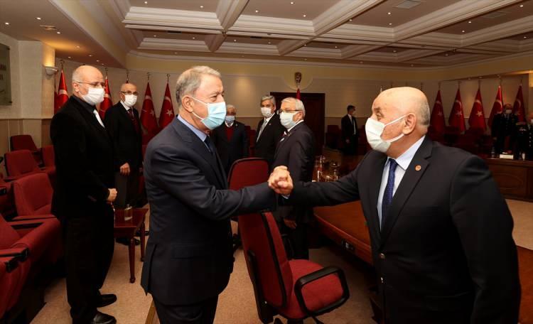 <p>Milli Savunma Bakanı Hulusi Akar beraberinde Genelkurmay Başkanı Yaşar Güler ile emekli subay ve astsubayların temsilcisi TESUD ve TEMAD yönetimini kabul etti.</p> <p></p>