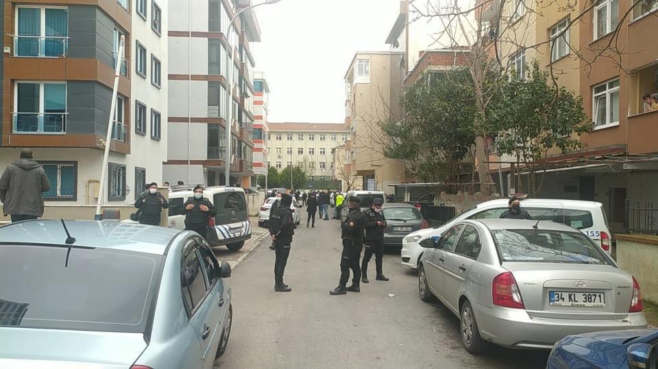 <p>Kartal'da avukatlık bürosu olduğu belirtilen iş yerine silahlı bir kişi saldırı düzenledi.</p>
