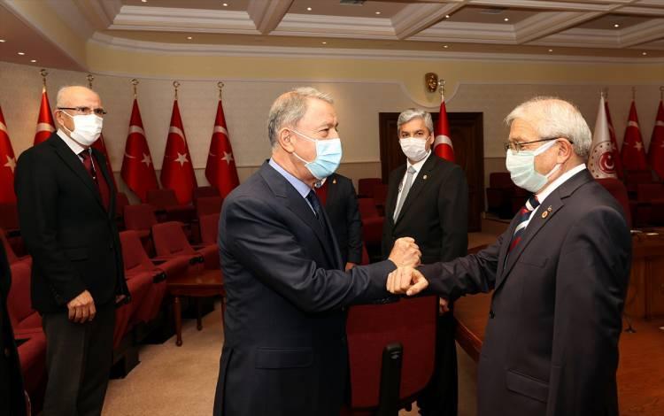 <p>Milli Savunma Bakanı Akar, bazı emekli amirallerin açıklamasına ilişkin şunları söyledi:</p> <p></p>