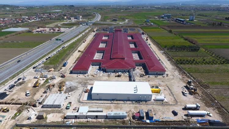 <p>Cumhurbaşkanı Recep Tayyip Erdoğan'ın Arnavutluk Başbakanı Edi Rama'ya yapımı için söz verdiği acil durum hastanesinin inşaatı tamamlandı.<br /> </p>