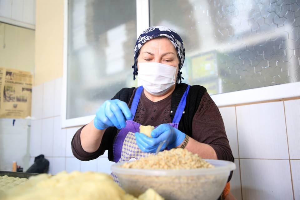 Mersin'in tescilli lezzetleri 'kerebiç ve cezerye' iftar sofralarını tatlandırıyor
