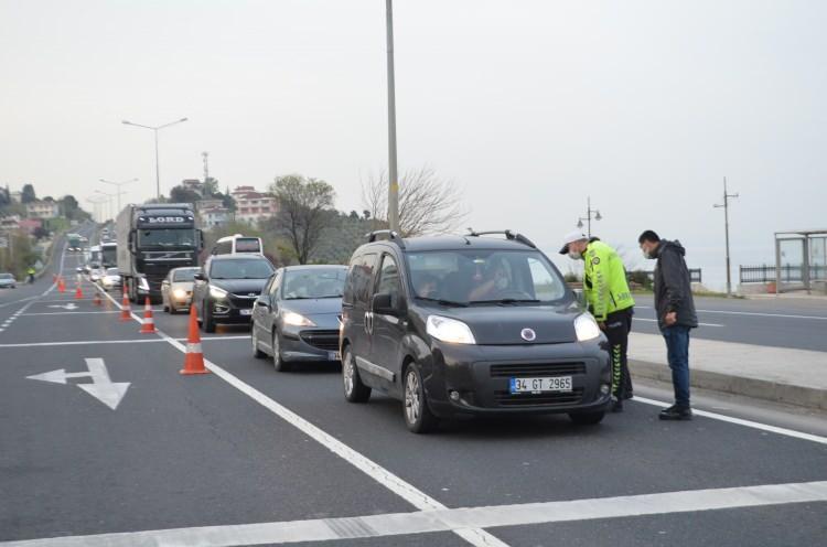 <p>Polis İstanbul'dan Trakya'ya gelen tüm yolları kesti</p>