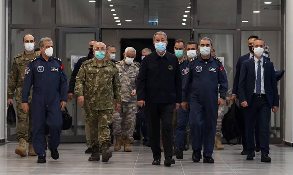 <p>Milli Savunma Bakanı Hulusi Akar, Pençe-Şimşek ve Pençe-Yıldırım operasyonlarında biri sözde bölge sorumlusu 7 teröristin daha etkisiz hale getirildiğini bildirdi.</p>
