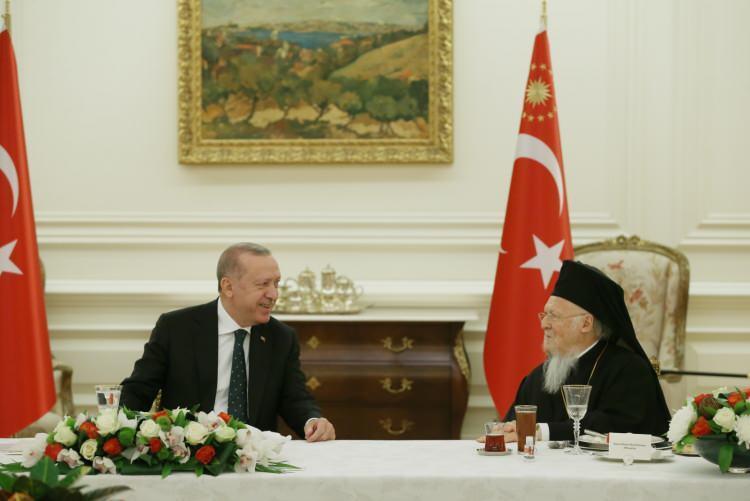 <p>Çankaya Köşkü'nde, Diyanet İşleri Başkanı Ali Erbaş'ın da hazır bulunduğu yemeğe şu isimler katıldı:</p>  <p></p>