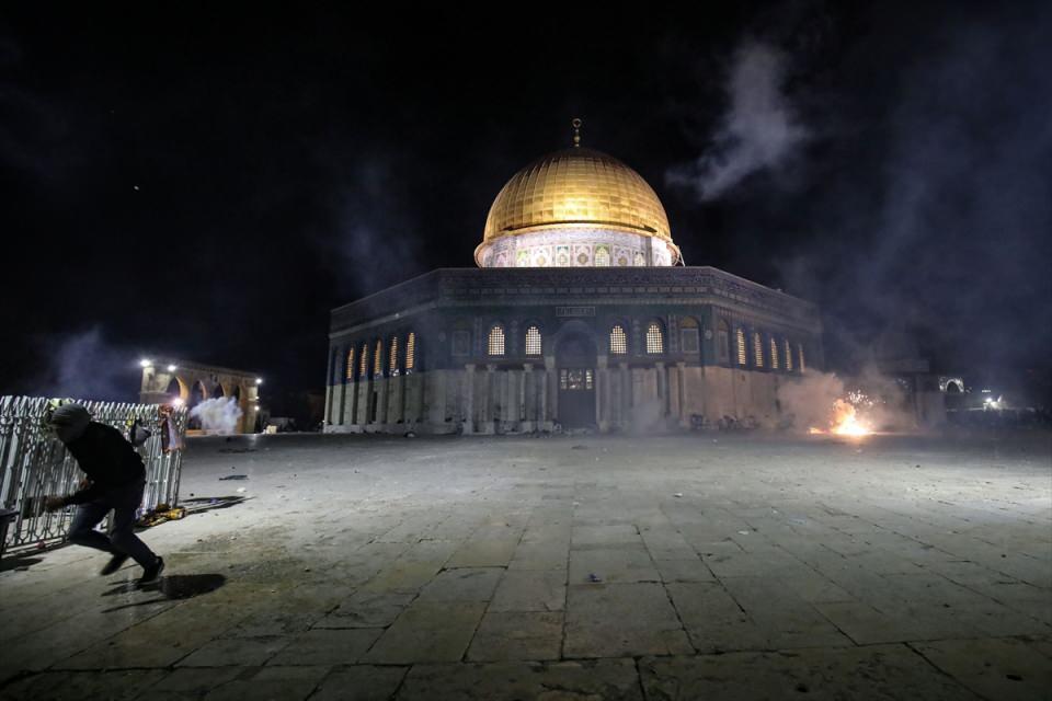 <p>Doğu Kudüs'ün Eski Şehir bölgesinde bulunan Harem-i Şerif savaş alanına dönüştü.</p>
