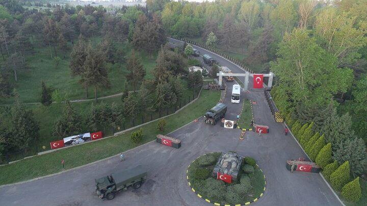 <p>Tatbikata katılacak 1356 personel, 214 askeri araç, 39 römork ve 128 konteyner, kara veya hava yolu ile Romanya'ya hareket etti.</p>
