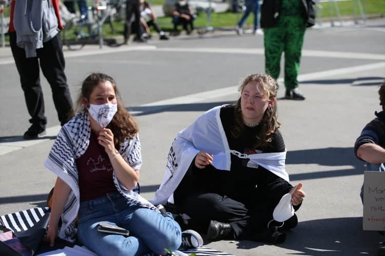 <p>İsrail güçlerinin, Filistin'e yönelik saldırıları devam ederken, aralarında birçok ülkede Filistin'e destek gösterileri düzenleniyor.</p>