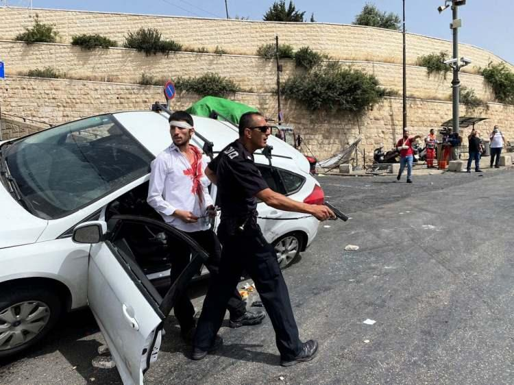 <p>Günlerdir Şeyh Cerrah'ta Filistinlilerin evlerine hukuksuz şekilde el koyan ve gerginliği tırmandıran İsrail yönetimi, geçtiğimiz gün Mescid-i Aksa'ya saldırdı.</p>  <p></p>