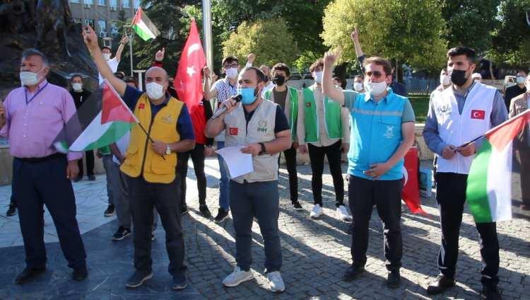 <p><strong>UŞAK</strong></p>  <p>İsrail polisinin, Mescid-i Aksa'da nöbet tutan Filistinlilere saldırıları Uşak'ta protesto edildi.</p>