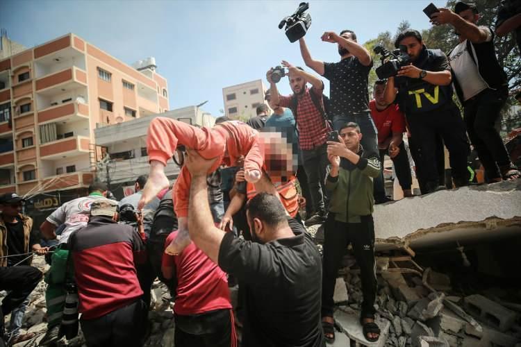 <p>İsrail'in Gazze Şeridi'ne düzenlediği saldırılarda hayatını kaybedenlerin sayısı 52'si çocuk olmak üzere 181'e yükseldi.</p>  <p></p>