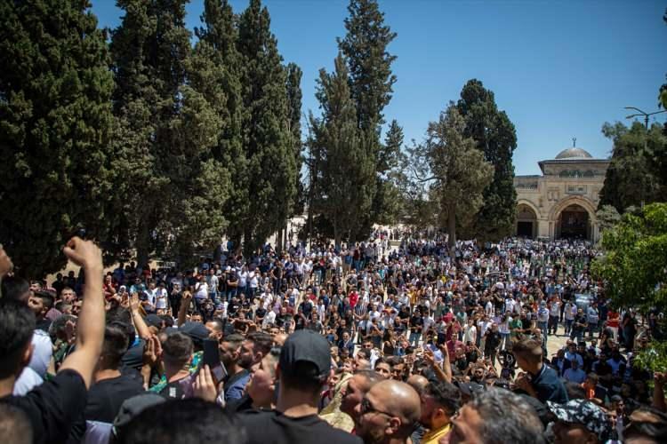 <p>İşgal altındaki Doğu Kudüs'ün Eski Şehir bölgesinde bulunan Mescid-i Aksa'da kılınan cuma namazı sonrası düzenlenen gösteride Filistinliler, Türkiye Cumhurbaşkanı Recep Tayyip Erdoğan'a Gazze Şeridi'ne askeri destek çağrısı yaptı.</p>  <p></p>