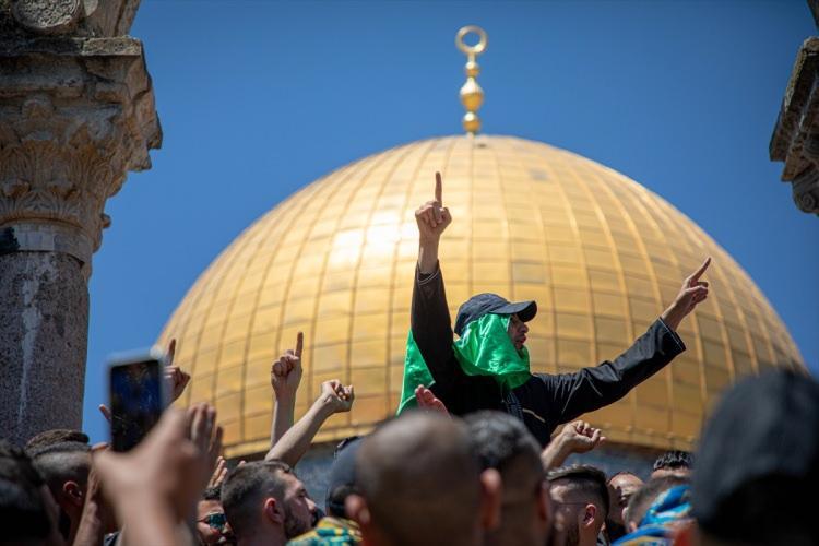 <p>Filistinliler, Harem-i Şerif'te kılınan cuma namazı sonrası, Mescid-i Aksa'daki Kıble Mescidi ile Kubbetu's Sahra arasındaki revakların altında abluka altındaki Gazze Şeridi'ne destek gösterisi düzenledi.</p>  <p></p>
