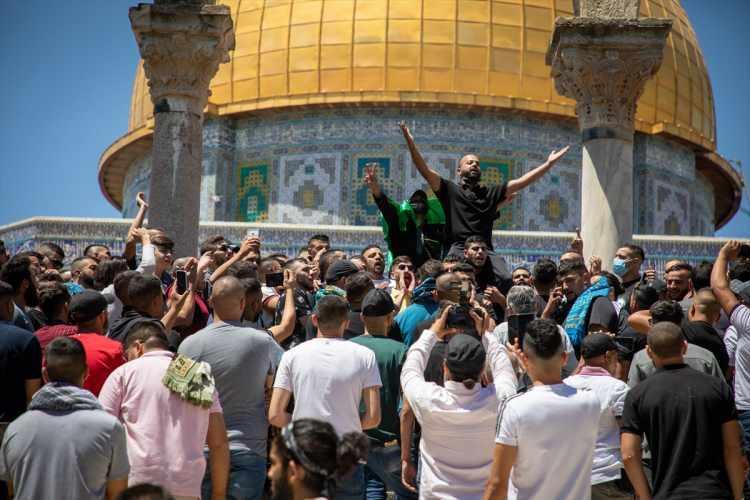 <p>Filistin ve Tevhid bayraklarının açıldığı gösteride, tekbirler ile Hamas lehine ve İsrail karşıtı sloganlar atıldı.</p>