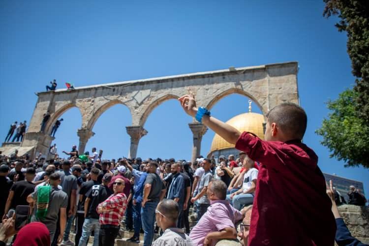 """<p>Şeyh Sabri, Mescid-i Aksa'nın sadece Müslümanlara ait olduğunu ve """"işgal devletinin"""" buradan elini çekmesi gerektiğini söyledi.</p>  <p>İsrail'in abluka altındaki Gazze Şeridi'ne düzenlediği saldırıya da dikkati çeken Şeyh Sabri, saldırının durdurulması gerektiğini kaydetti.</p>  <p></p>"""