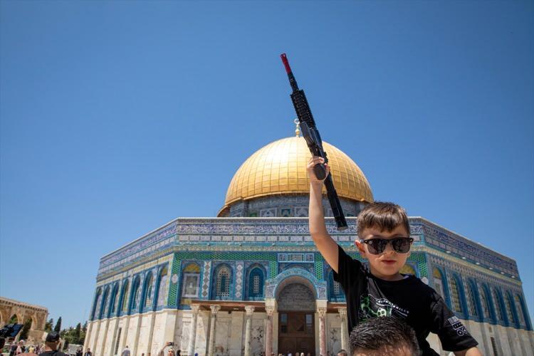 <p>Şeyh Sabri, hutbe sonrası Gazze Şeridi ve Mescid-i Aksa için dua etti.</p>  <p>Kudüs İslami Vakıflar İdaresi'nden yapılan yazılı açıklamada 20 bini aşkın Filistinlinin Mescid-i Aksa'da kılınan cuma namazına iştirak ettiği belirtildi.</p>