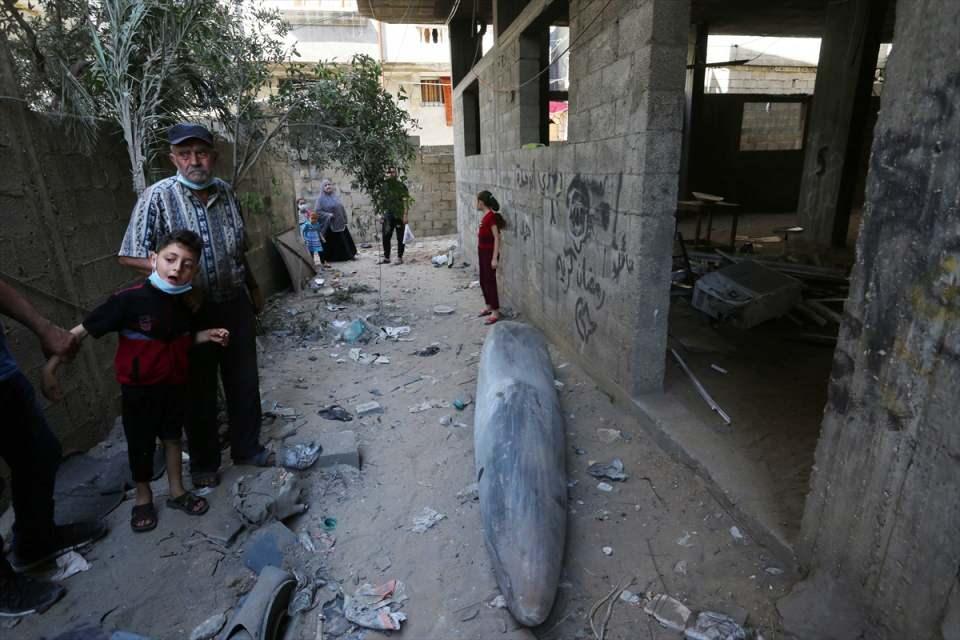 <p>Gazze Şeridi'ndeki Filistinli direniş grupları, İsrail polisinin işgal altındaki Doğu Kudüs'te yer alan Mescid-i Aksa ve Şeyh Cerrah Mahallesi'nden çekilmesi için 10 Mayıs Pazartesi günü yerel saatle 18.00'e kadar süre tanımıştı.</p>  <p></p>