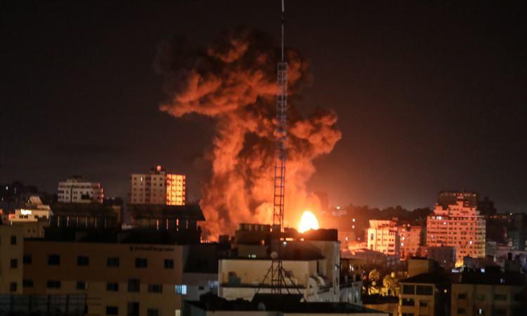 <p>İsrail ordusunun Gazze'ye yönelik hava saldırıları sürüyor. Gazze'nin farklı noktalarına düzenlenen saldırılar sonucu bölgeden dumanlar yükseldi.</p>  <p></p>