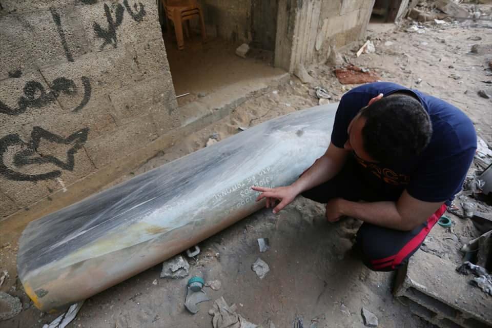 <p>İsrail'in Gazze Şeridi'ne düzenlediği saldırılarda kullandığı, infilak etmeyen patlayıcılar, Filistinlileri tehdit ediyor.</p>  <p></p>