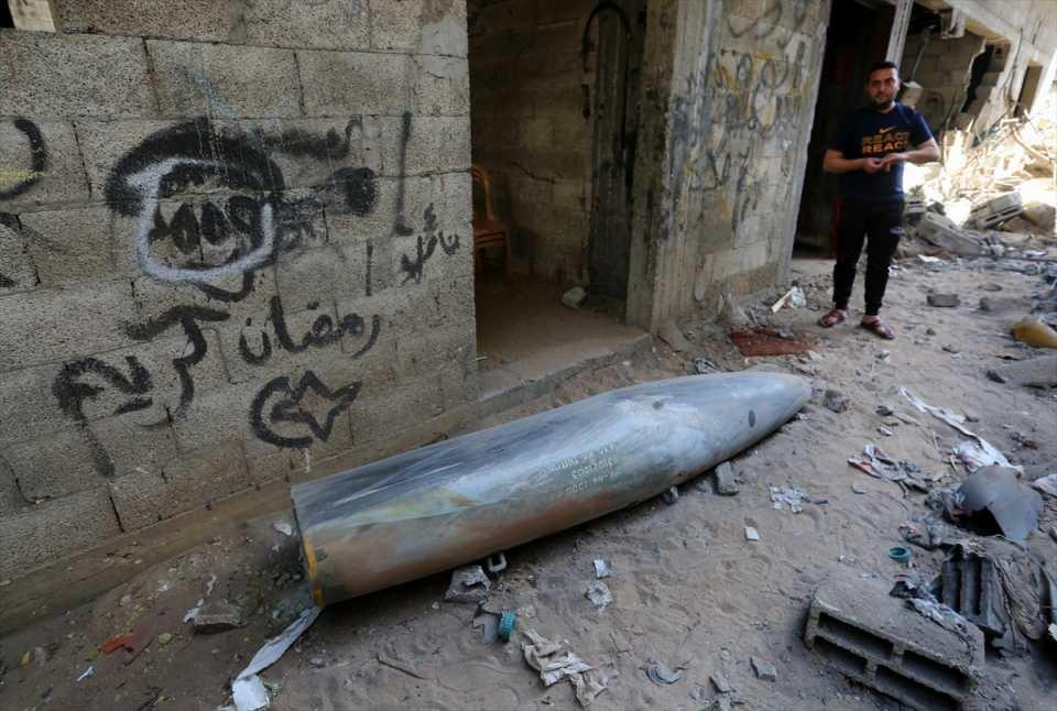 <p>Saldırılara karşılık Gazze Şeridi'nden öğleden sonra İsrail'in güneyine yoğun roket atışı yapıldı.</p>  <p></p>