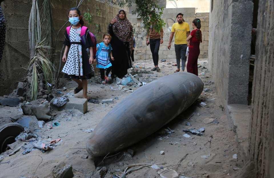 <p>İsrail'in 10 Mayıs'tan bu yana abluka altındaki Gazze Şeridi'ne düzenlediği saldırılarda 61'i çocuk, 36'sı kadın olmak üzere 213 kişi hayatını kaybetti, 1442 kişi yaralandı.</p>