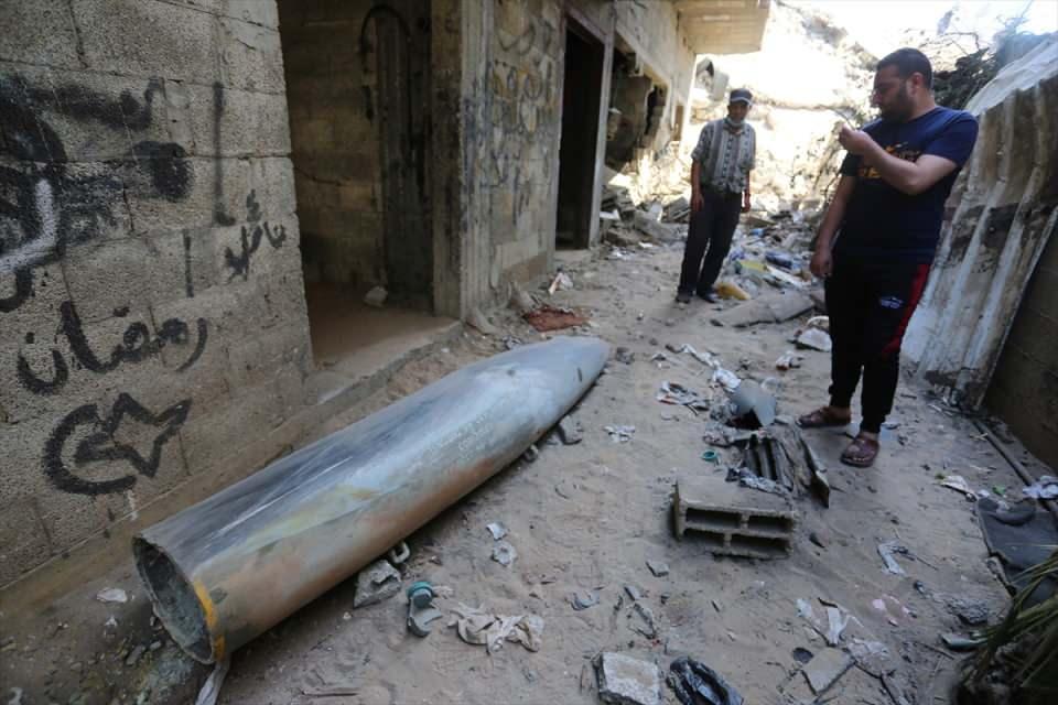 <p>İsrail saldırılarına karşı abluka altındaki Gazze Şeridi'nden atılan roketler nedeniyle 2 kişi hayatını kaybetti, 5 kişi yaralandı.</p>  <p></p>