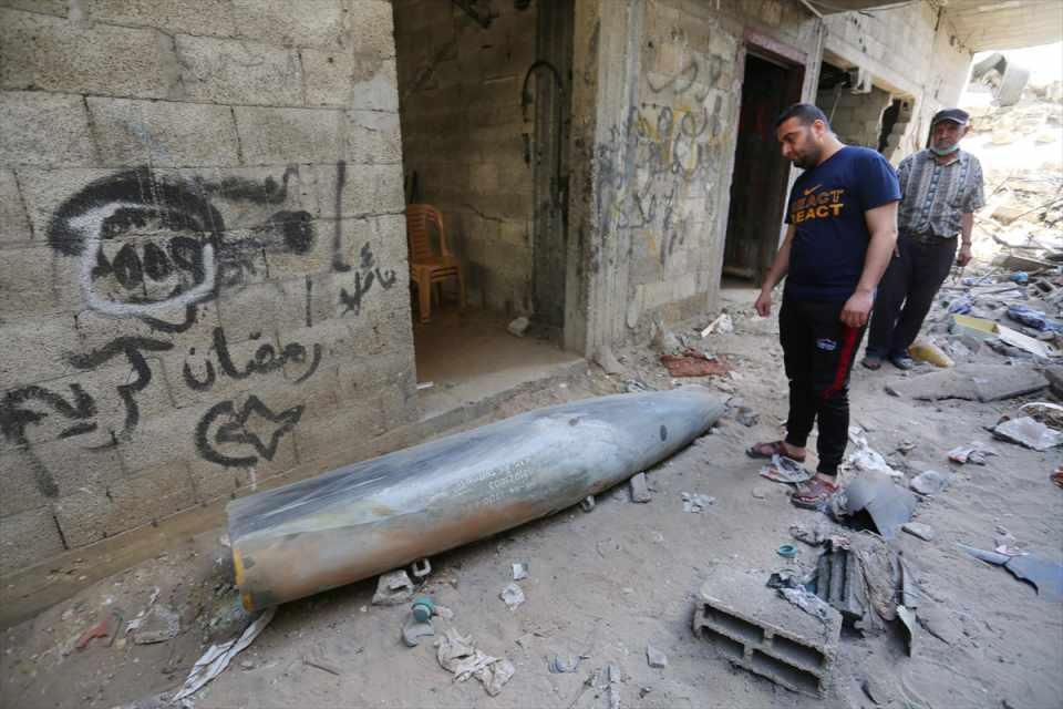 <p>İsrail'in işgal altındaki Doğu Kudüs'te bulunan Mescid-i Aksa'da ramazan ayında ibadet edenlere saldırması ve Şeyh Cerrah Mahallesi sakinlerini evlerinden zorla çıkarma planı bölgede gerginliği tırmandırmıştı.</p>  <p></p>