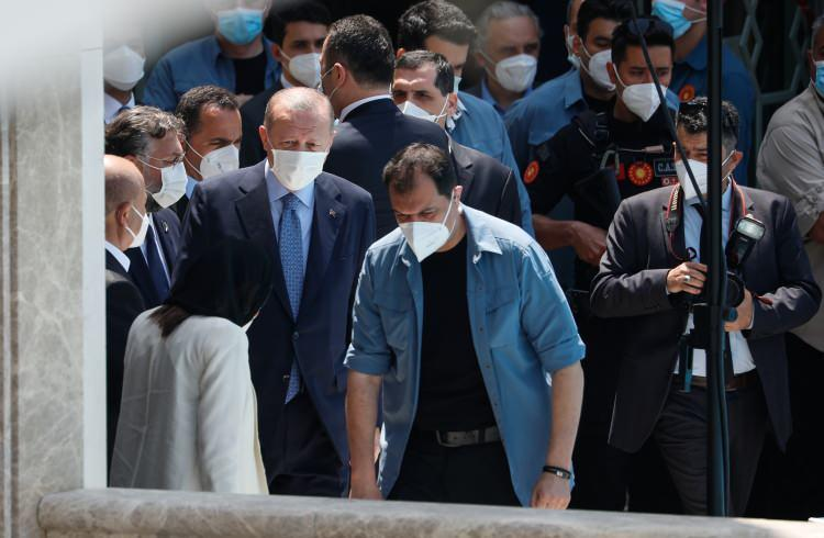 <p>Cumhurbaşkanı Recep Tayyip Erdoğan, Taksim'de yapımı tamamlanan caminin ibadete açılışı için camiye geldi.</p>