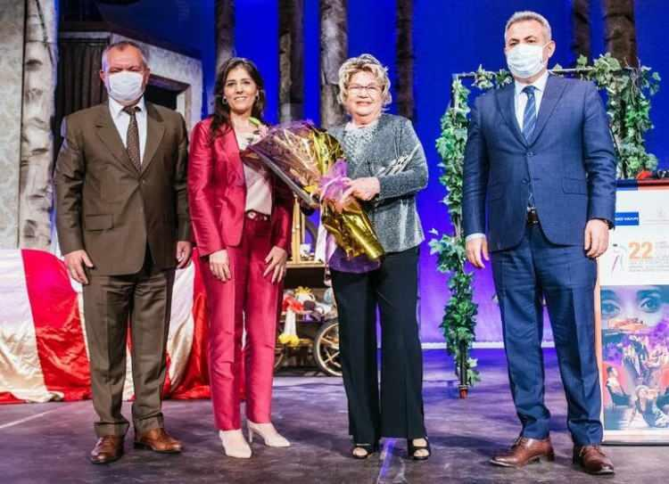Usta sanatçı Nevra Serezli 'Yaşam Boyu Onur Ödülü'ne layık görüldü! Sihirli Annem'in Dudu'su Nevra Serezli kimdir