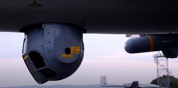 <p>Türkiye'nin ihraç edeceği silahlı droneların sayısı 24. Ankara, Bayraktar TB2 droneların ilk teslimatını 2022 yılında yapacak. Bakan Blaszczak'ın verdiği bilgiye göre, SİHA'lar tanksavar roketlerle donatılmış olacak. Polonya ayrıca Türkiye'den lojistik ve eğitim paketi de satın alacak.</p>  <p></p>