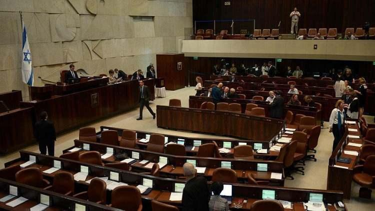 <p>Sağcı, solcu, merkez ve İsrail vatandaşı Filistinlileri temsil eden İslamcı partilerden oluşan sekiz ortaklı koalisyon hükümetinin bu kadar uzun ömürlü olması zor gözüküyor.</p>