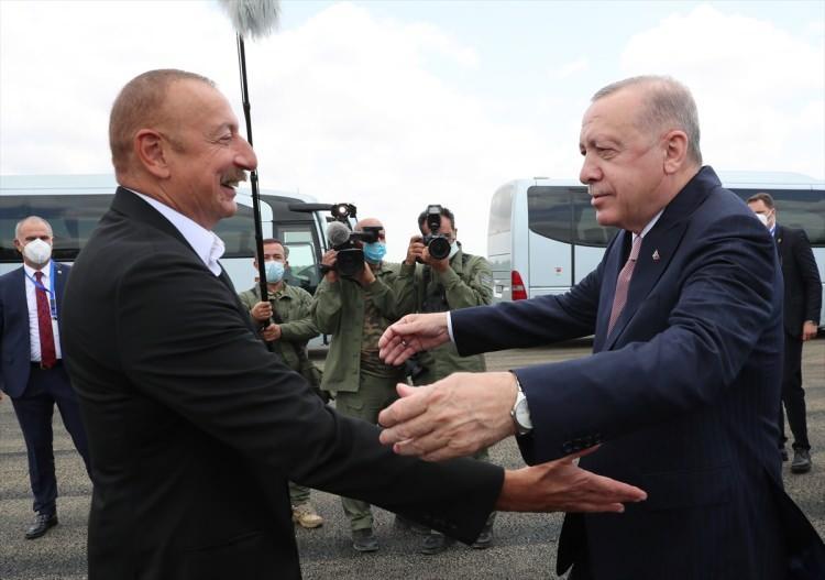 <p>Türkiye Cumhurbaşkanı Recep Tayyip Erdoğan, 28 yıl sonra Azerbaycan ordusu tarafından Ermenistan işgalinden kurtarılan Dağlık Karabağ'ın Şuşa şehrine geldi.</p>  <p></p>