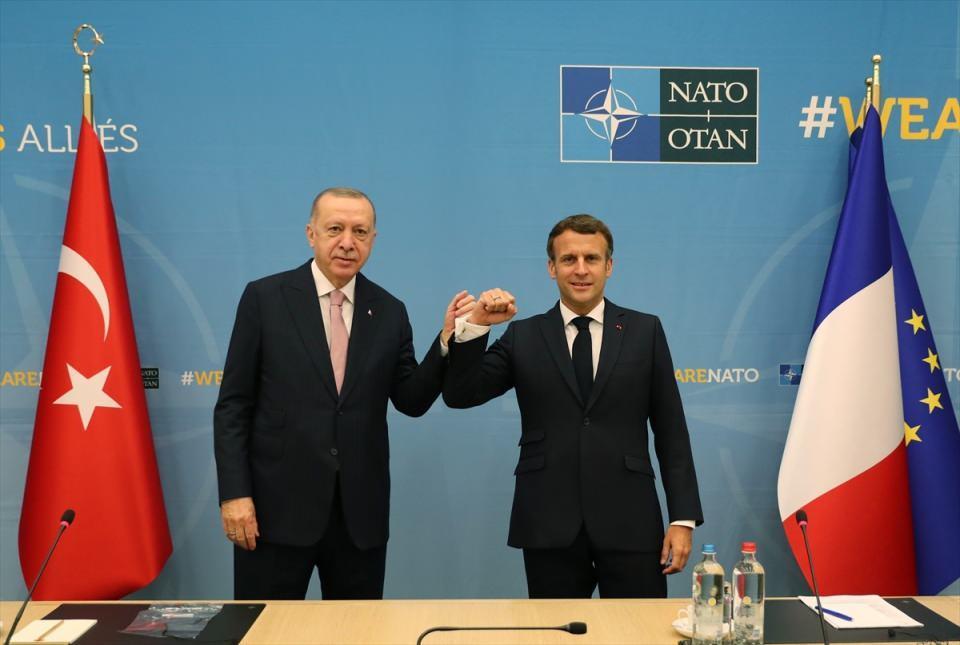 <p>Türkiye Cumhurbaşkanı Recep Tayyip Erdoğan, NATO Liderler Zirvesi'ne katılmak üzere geldiği Brüksel'deki ikili temasları kapsamında Fransa Cumhurbaşkanı Emmanuel Macron ile görüştü.</p>  <p></p>
