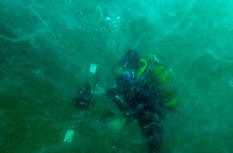 <p>Anadolu Ajansı (AA), Tavşan Adası açıklarında 30 metre derinlikte gerçekleştirilen dalışta, müsilajın geniş bir alanda ve deniz suyunun tamamına yoğun bir şekilde dağıldığını görüntüledi.</p>  <p></p>