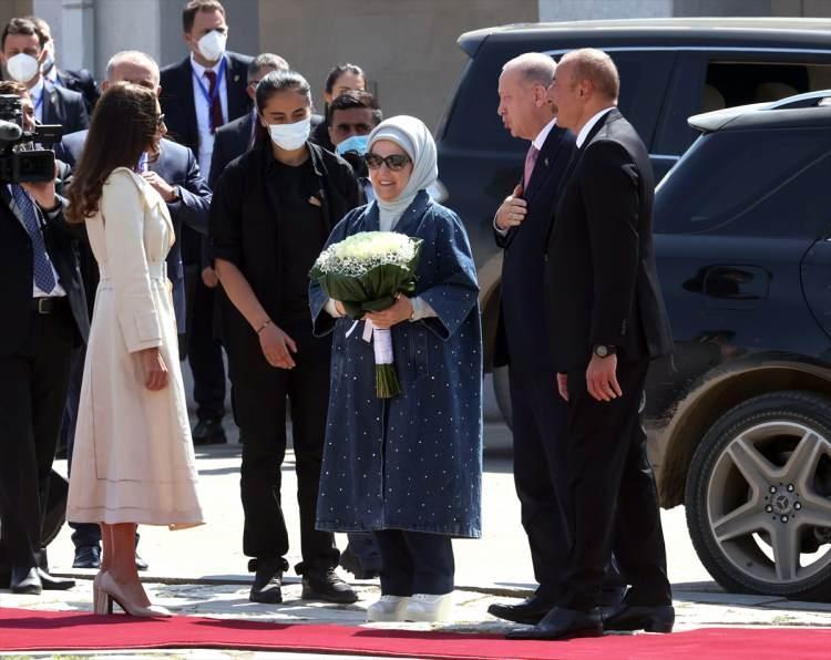 <p>Cumhurbaşkanı Recep Tayyip Erdoğan, resmi ziyarette bulunduğu Azerbaycan'ın Şuşa şehrinde Azerbaycan Cumhurbaşkanı İlham Aliyev tarafından resmi törenle karşılandı.</p>  <p></p>