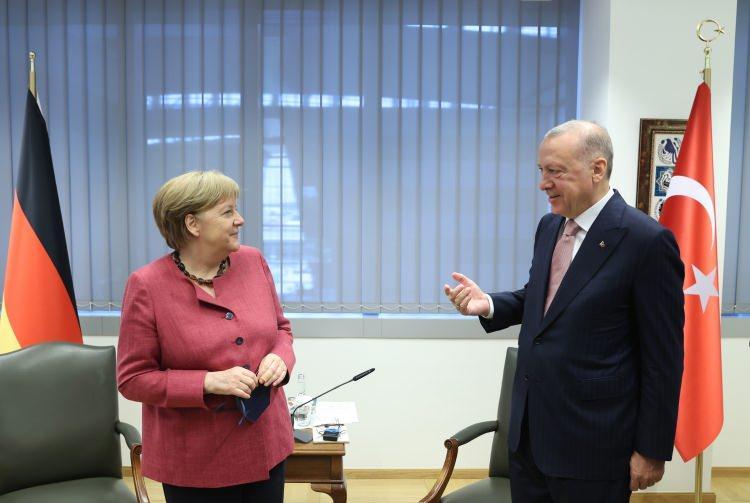 <p>Cumhurbaşkanı Recep Tayyip Erdoğan, NATO Liderler Zirvesi kapsamında geldiği Belçika'nın başkenti Brüksel'de Almanya Başbakanı Angela Merkel ile görüştü.</p>  <p></p>