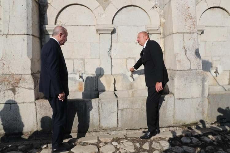 <p>İki lider, daha sonra Cıdır Ovası'nda düzenlenen Karabağ atlarının gösterisini izledi.</p>