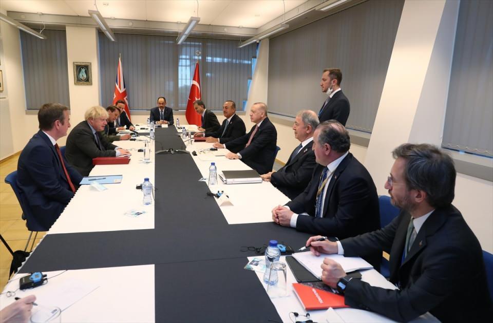 <p>Cumhurbaşkanı Recep Tayyip Erdoğan, NATO Liderler Zirvesi kapsamında geldiği Belçika'nın başkenti Brüksel'de İngiltere Başbakanı Boris Johnson ile görüştü.</p>  <p></p>