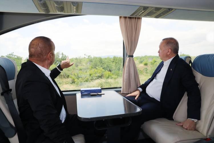 <p>Erdoğan, burada Azerbaycan Cumhurbaşkanı İlham Aliyev ile şehir turu yaptı.</p>