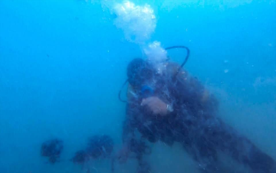 <p>Yaklaşık 30 metre derinlikte gerçekleşen dalış sırasında müsilajın geniş bir alanda ve deniz suyunun tamamına yoğun bir şekilde dağıldığı gözlendi.</p>  <p></p>