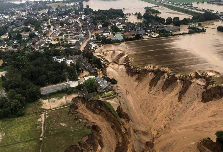 <p>Sel felaketi nedeniyle yerleşim yerleri sular altında kalırken, afetin yaşandığı alan havadan böyle görüntülendi.</p>