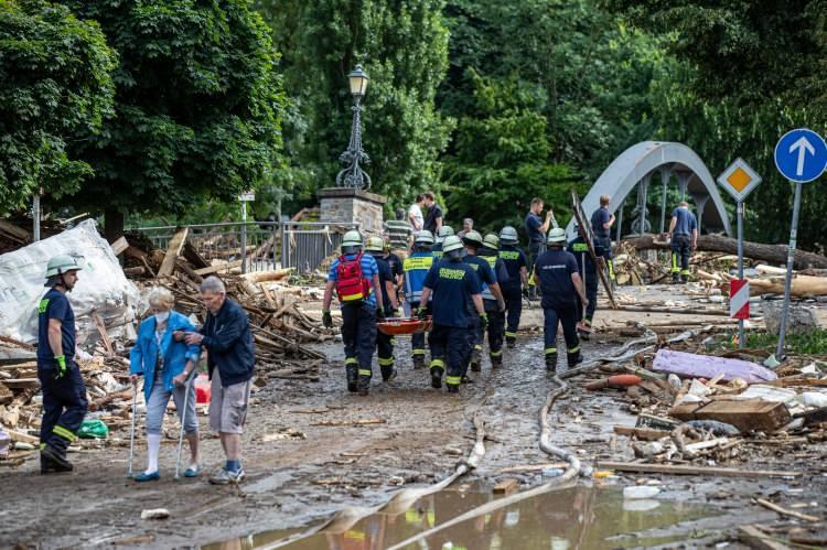 <p>Alman makamları, insanları acil durum nedeniyle evde çıkmamaları konusunda uyardı.</p>