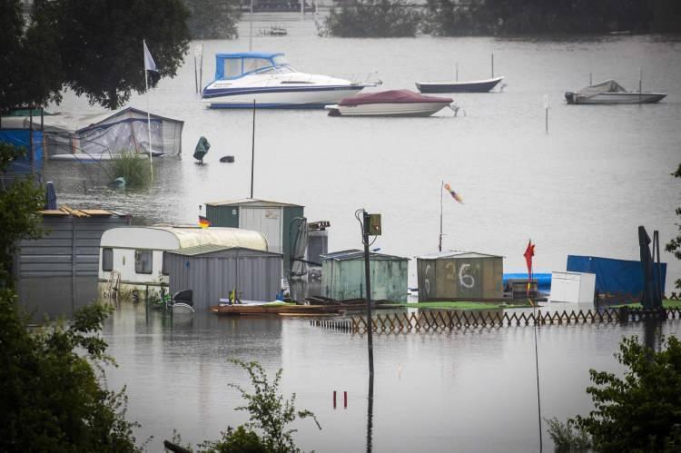 """<p>Rheinland-Plalz Eyaleti Başbakanı Malu Dreyer, böyle bir felaketi şimdiye kadar görmediğini belirterek,""""Bu gerçekten çok yıkıcı""""değerlendirmesinde bulundu.</p>"""