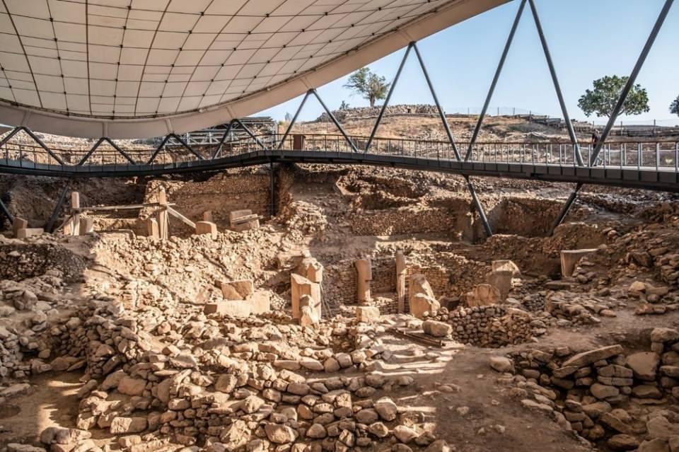 """<p><strong>EN ÇOK GÖRÜLMEK İSTENEN MÜZE: GÖBEKLİTEPE</strong><br /> <br /> Katılımcılar """"Türkiye'de hangi müzeyi görmek istersiniz"""" sorusuna Şanlıurfa'daki UNESCO tarafından dünya mirası listesinde yer alan 'Göbeklitepe Kazı ve Müzesi' yanıtını verdi.</p>  <p>Bu tercihi sırasıyla Gaziantep'teki Zeugma, Anadolu Medeniyetleri, Topkapı Sarayı, İstanbul Arkeoloji, Noel Baba Kilisesi, Troya, Efes, Kapadokya müzeleri ve Yerebatan Sarnıcı izledi.</p>"""