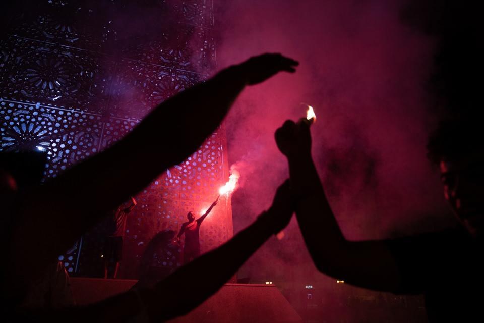 <div>Tunus Cumhurbaşkanı Kays Said'in aldığı kararları destekleyen bir grup gösterici, başkentteki Habib Burgiba Caddesi'nde kutlama yaptı.</div>  <div></div>